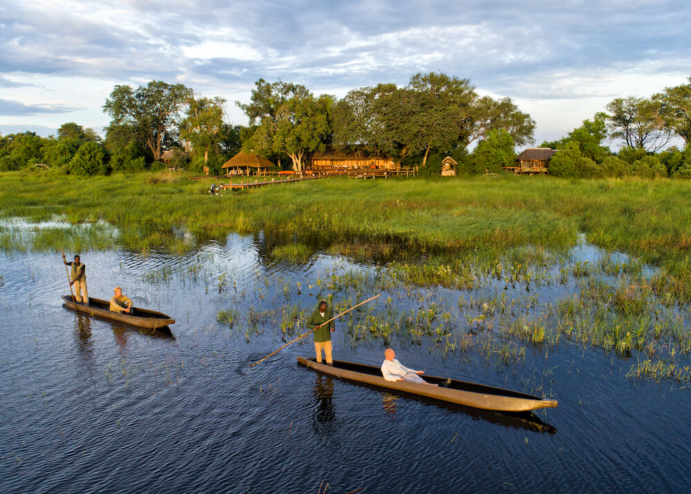 21Mapula-Lodge-Mokoros-outside-camp